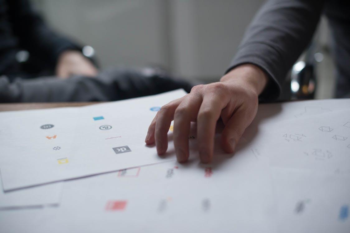 choosing minimalist logos